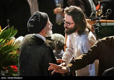 سیامک رجاور شاعر و حجتالاسلام سیدابراهیم رئیسی در اولین همایش حامیان مردمی در تهران