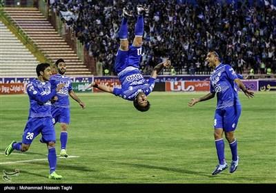 دیدار تیم های فوتبال پدیده مشهد و استقلال تهران