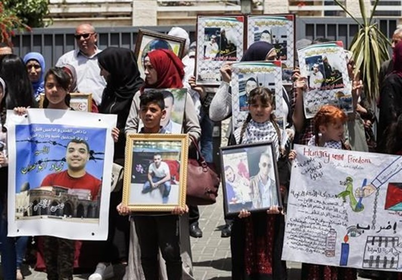 More Prisoners Join Jailed Palestinian Hunger Strikers
