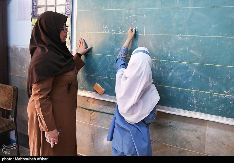 معلمان در فرآیند توسعه کشور و تربیت نیروی انسانی نقش اصلی را دارند