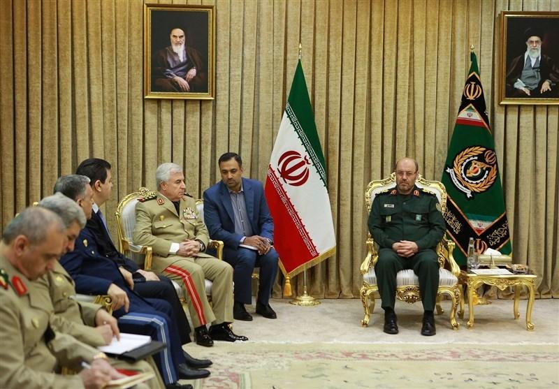وزیر الدفاع الإیرانی یحذر من مغبة أی إعتداء لدول الجوار على سوریا