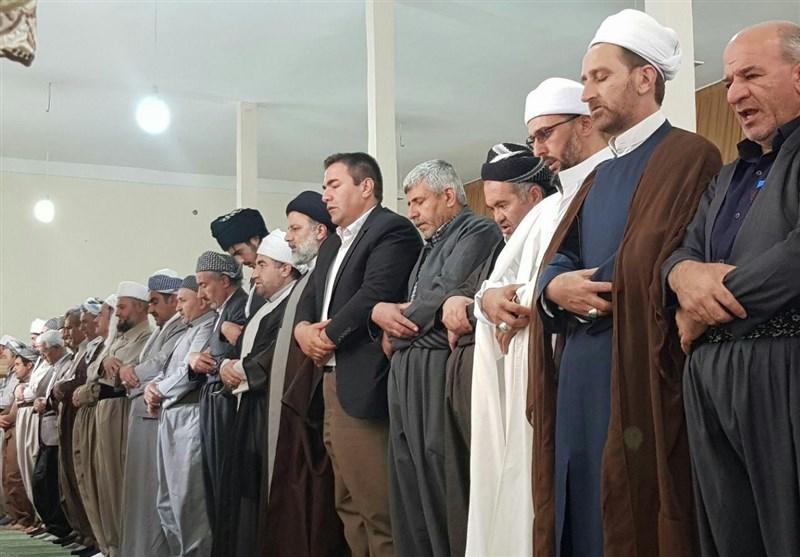 المرشح رئیسی یقیم الصلاة مع عدد من علماء أهل السنة
