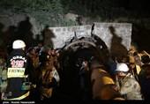 آواربرداری در تونل معدن به صورت دستی ادامه دارد