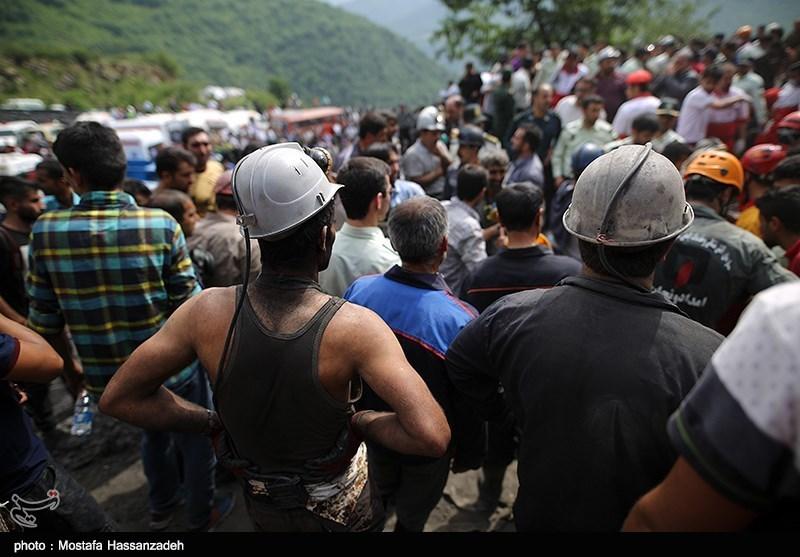 انتقال پیکر یکی از معدنچیان آزادشهر به بیمارستان+فیلم