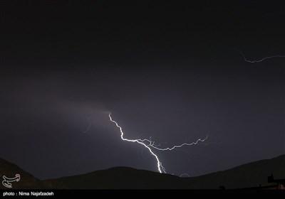 عاصفة رعدیة فی مشهد