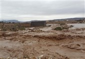 سیلاب به برخی راهها و پلهای ارتباطی استان لرستان خسارت زد