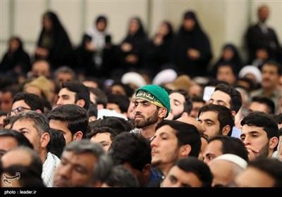 سماحة الإمام الخامنئی یستقبل جمعا من المعلمین