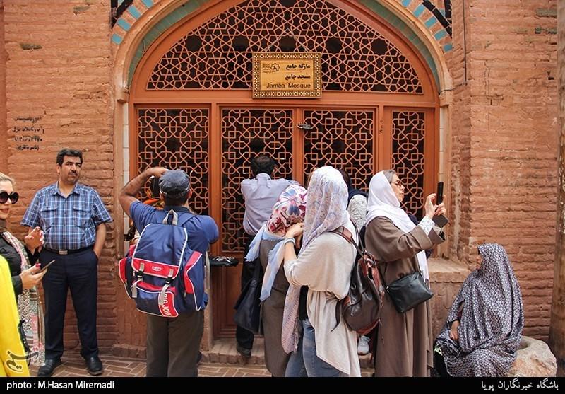 اصفهان| تکذیب ممنوعیت سفر گردشگران به ابیانه بدون راهنمای محلی؛ تصمیم برعهده میراث فرهنگی است