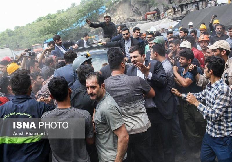 همه معدنچیان امروز خبرنگار بودند/ صدای اعتراض کارگران معدن آزادشهر جهانی شد/ بیروحترین استقبال از رئیس دولت یازدهم