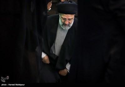 ورود حجتالاسلام سید ابراهیم رئیسی به مسجد جامع ورامین