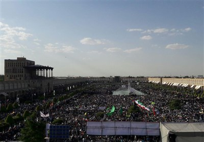 حماسه مردم اصفهان در استقبال از رئیسی