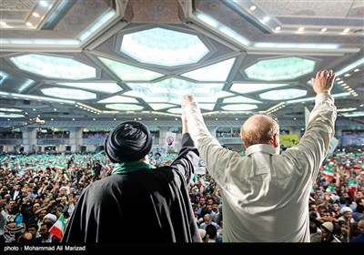 لحظه ورود قالیباف و رئیسی به مصلی تهران