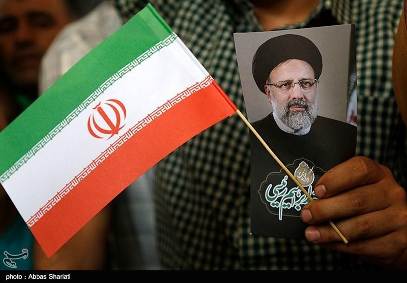 بالفیدیو.. رئیسی بین مئات الآلاف من أنصاره فی طهران