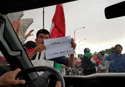 استقبال جوانان مشهدی از حجت الاسلام رئیسی
