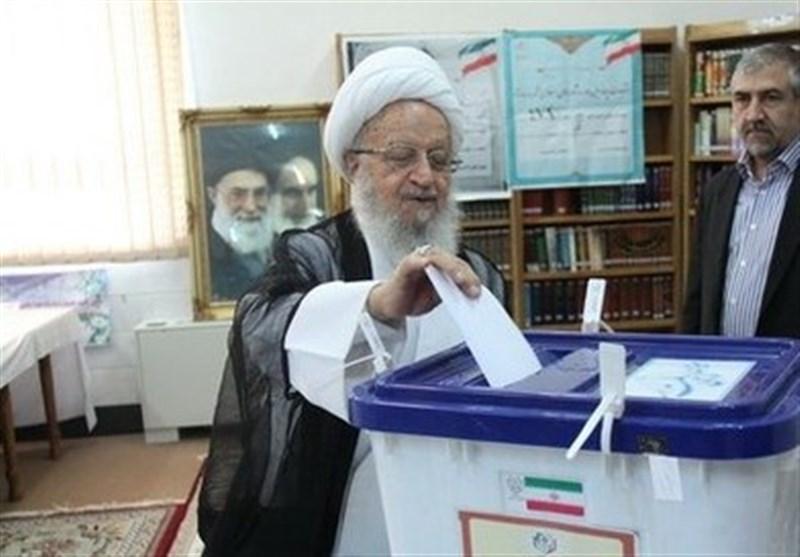 رای دادن آیت الله مکارم شیرازی