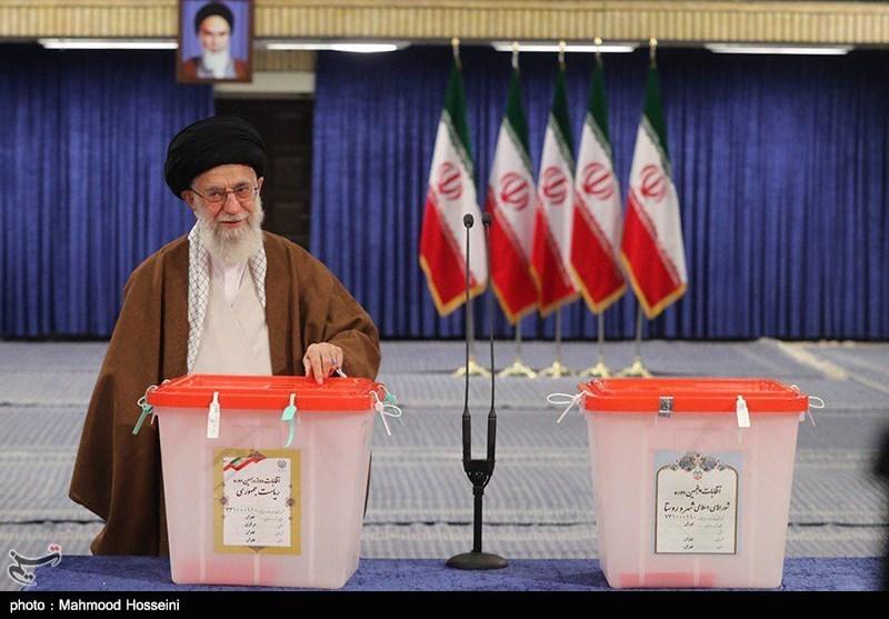 حضور رهبر معظم انقلاب در پای صندوق رای