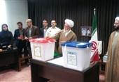امام جمعه همدان رأی خود را به صندوق انداخت