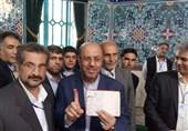 وزیر دفاع رأی خود را به صندوق انداخت + عکس