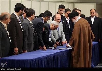 الامام الخامنئی یدلی بصوته فی الانتخابات الرئاسیة والبلدیة