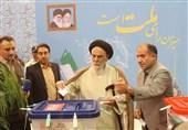 نماینده ولی فقیه در استان کرمان رای خود را در صندوق انداخت