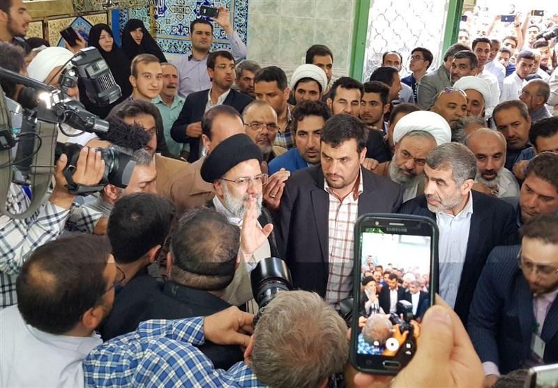 المرشح الرئاسی ابراهیم رئیسی یدلی بصوته فی الانتخابات الرئاسیة+صور وفیدیو