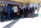 انتظار یک ساعت و نیمه مشهدیها برای رأیدادن در آخرین ساعات انتخابات/ حوزهها همچنان مالامال از جمعیت