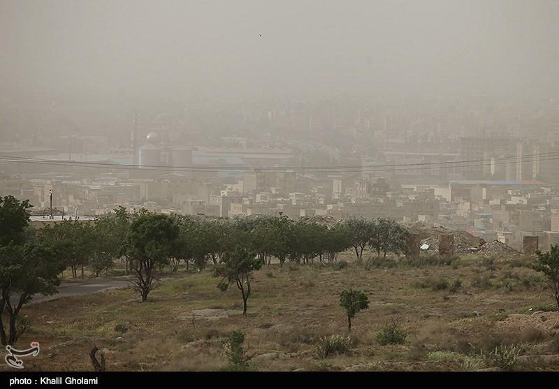 سنگر مبارزه با آلودگی هوای اصفهان در جبهه گرد وغبار
