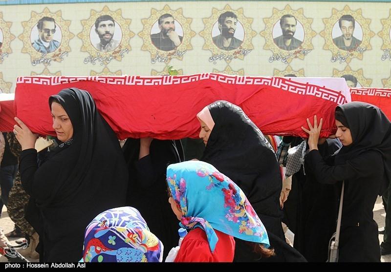 پیکر مادر شهید محمدرضا آذر در مسجدسلیمان تشییع شد
