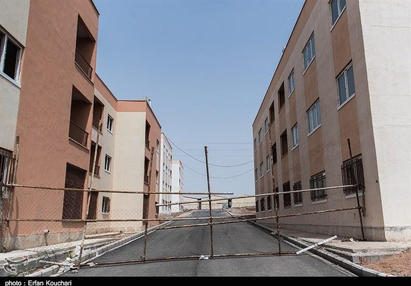 خانههایی که در یاسوج تحویل نشده بر سر صاحبانش آوار میشوند