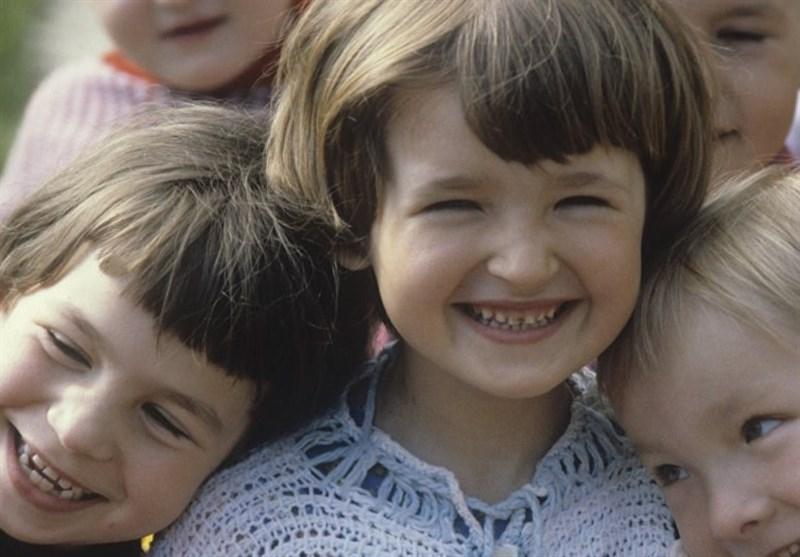 دراسة: الأب یهتم بأطفاله الإناث أکثر من الذکور