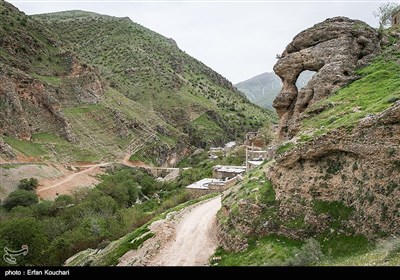 نمایی از روستای گلال. روستای گلال یکی از روستاهای قدیمی در منطقه پاوه است که مردم آن با زبان هورامی سخن می گویند . این روستا نزدیک 1300 نفر جمعیت دارد.