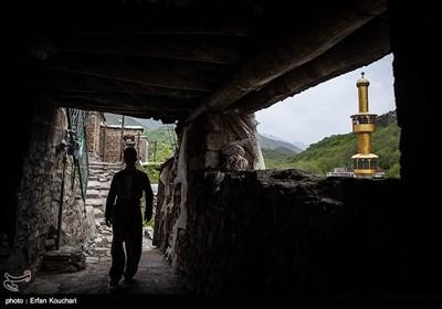 نمایی از روستای خانقاه. این روستا از توابع بخش مرکزی شهرستان پاوه بوده و دارای معماری پلکانی است.
