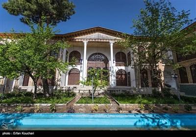 تکیه بیگلر بیگی در زمان قاجار به همت عبدالله خان ملقب به بیگلربیگی ساخته شدهاست از لحاظ آئینه کاری در میان تکایای کرمانشاه بی نظیر است.