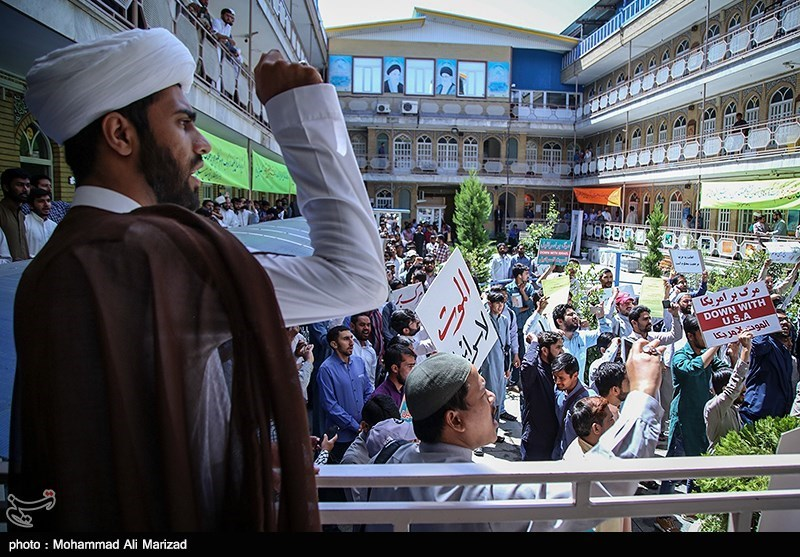 Foreign Seminary Students in Iran Rally in Support of Bahrain's Sheikh Qassim (+Photos)