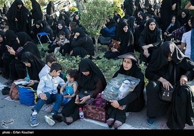 امام خمینی کی برسی کی پرشکوہ تقریب میں اعلی سیاسی و عسکری حکام کی شرکت
