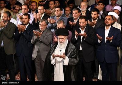 قائد الثورة یستقبل جمعا من الشعراء والادباء