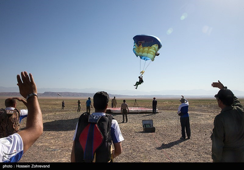 ایرانی مسلح افواج کے پیرا ٹروپنگ کے مقابلے