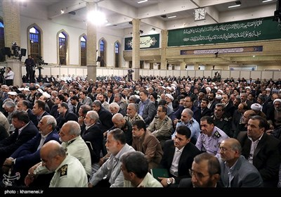 قائد الثورة الاسلامیة یستقبل رؤساء ومسؤولی الاجهزة الحکومیة
