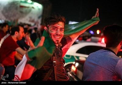 تہران میں ایران کی فٹبال ورلڈ کپ 2018 میں رسائی پر عوام کا جشن