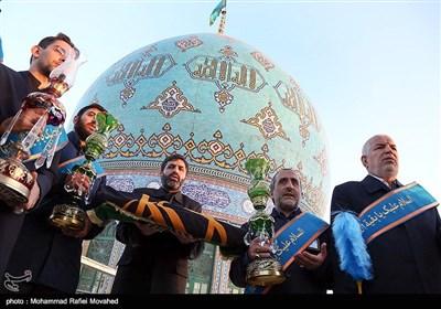 شست و شوی گنبد و تعویض پرچم مسجد جمکران - قم