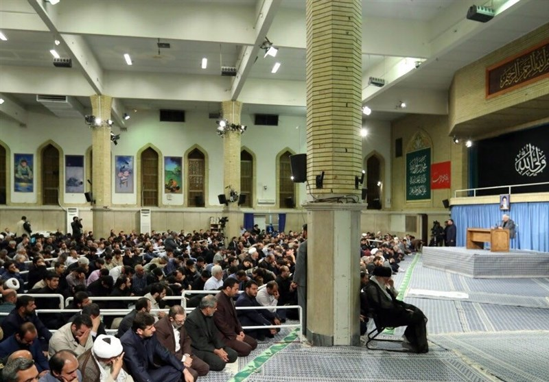 قائد الثورة یشارک فی مجلس عزاء بمناسبة استشهاد الإمام أمیر المؤمنین علی بن أبی طالب (ع)