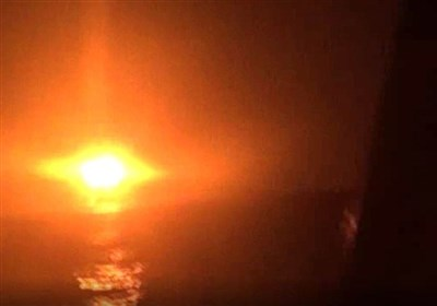 القوات الیمنیة المشترکة تستهدف بارجة اماراتیة