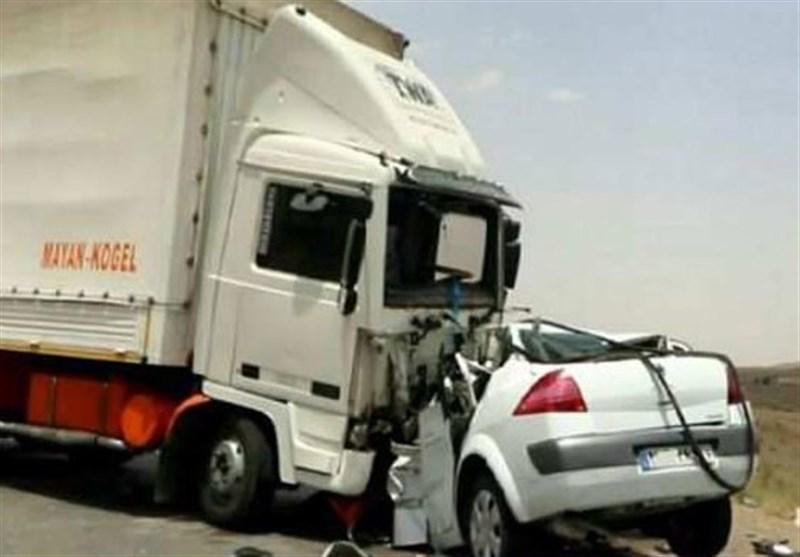 تصادف مگان با کامیون