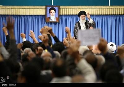 الامام الخامنئی یستقبل أسر الشهداء المدافعین عن المقدسات وحرس الحدود