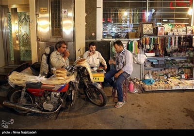 مشہد کی سڑکوں پر روزہ کشائی