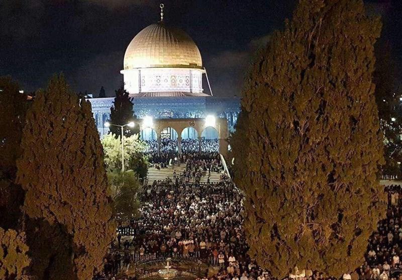 بالصور.. رغم التضییق؛ 270 الف فلسطینی یصلون فی الأقصى