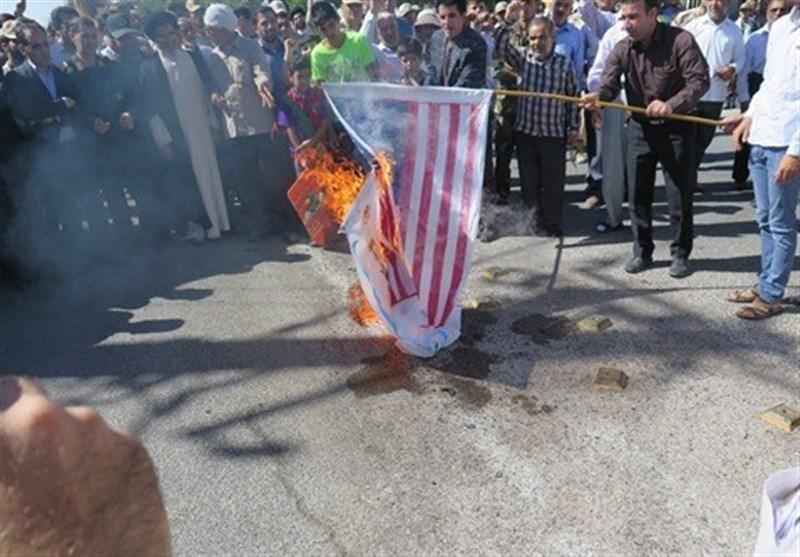 المیادین: تظاهرات کنندگان روز قدس پرچمهای آمریکا و اسرائیل را به آتش کشاندند