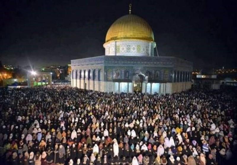 مسجد اقصی میں فلسطینیوں کے داخلے پر پابندی کے باوجود ہزاروں نمازیوں کی آمد