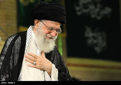 Leader Meets Iranian Officials, Muslim Countries Envoys on Eid