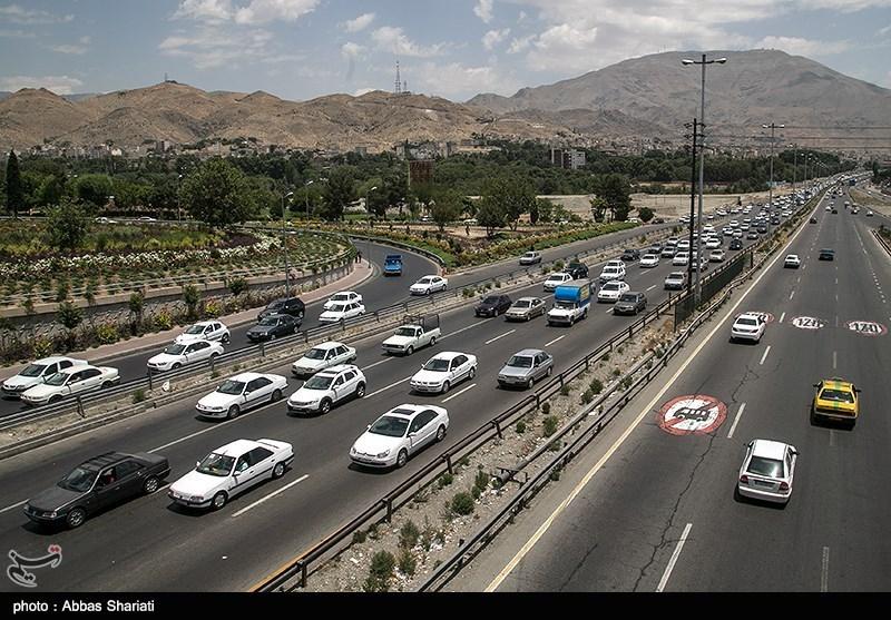 ترافیک سنگین در آزادراه تهران-کرج-قزوین/ بارش باران در جادههای 6 استان